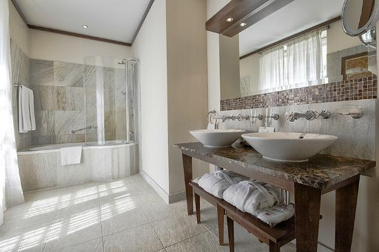 Mamaison Hotel Le Regina Warsaw : Superior Room bathroom
