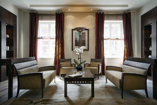 Mamaison Hotel Le Regina Warsaw : Presidential Suite living room area