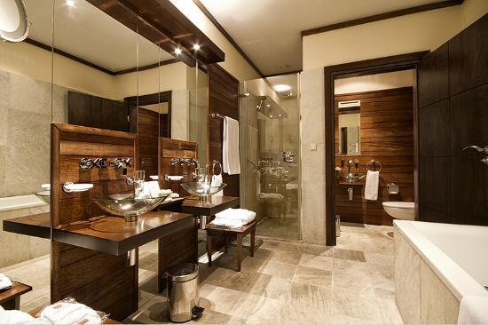 Mamaison Hotel Le Regina Warsaw : Presidential Suite bathroom