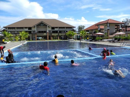 Tok Aman Bali Beach Resort: Swimming pool