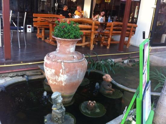 Menta Coffee and Restaurant: Garden