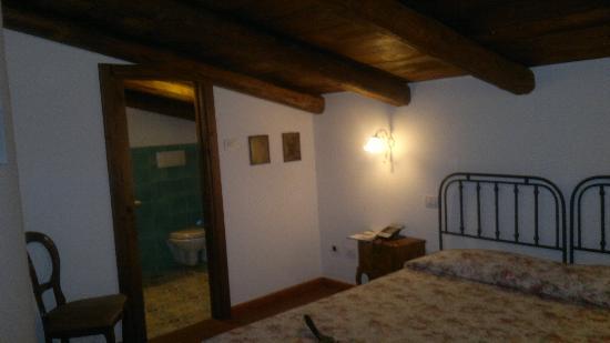 """Villa Rizzo Resort & SPA: l'interno della camera """"fragola"""""""