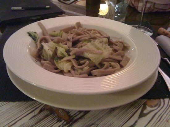 Ristorante Firenze: Pizzoccheri preparati con la tradizionale pesteda di Grosio con Achillea pepe aglio timo ecc