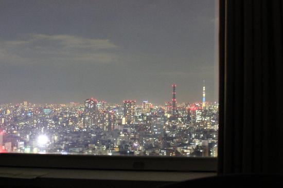 โรงแรมเซาท์เทิร์น เซ็นจูรี่ ทาวเวอร์: Night view from ouor room on level 30