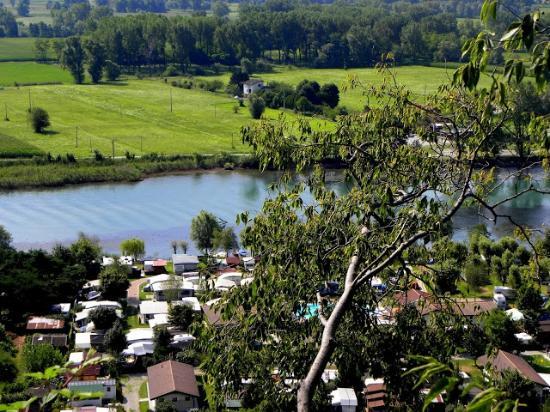 Camping La Riva: Mera floden