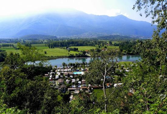 Camping La Riva: Sorico set fra San Miro kirken