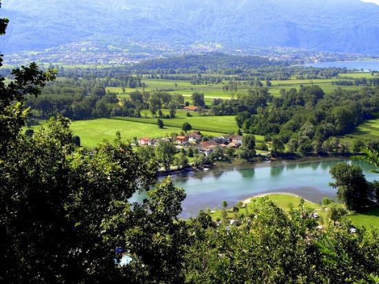 Camping La Riva : Mera floden set fra San Miro kirken