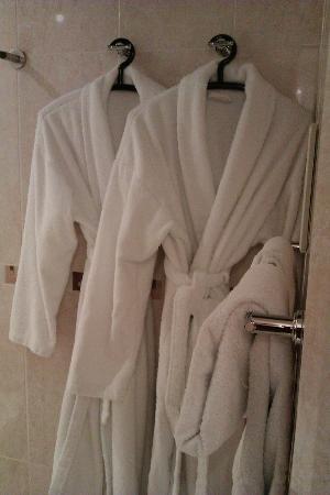 Sense Hotel: Nice robes