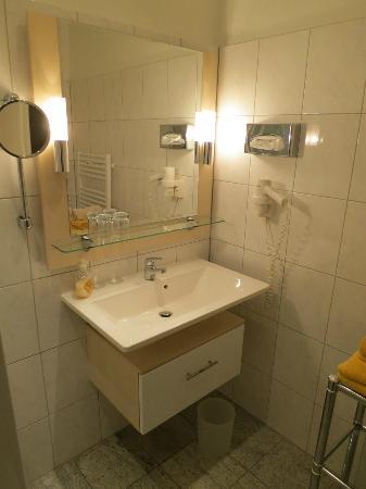 Hotel Storck : helles, sauberes Badezimmer