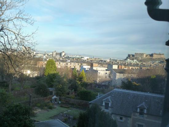 Best Western Plus Edinburgh City Centre Bruntsfield Hotel: View over to castle from room