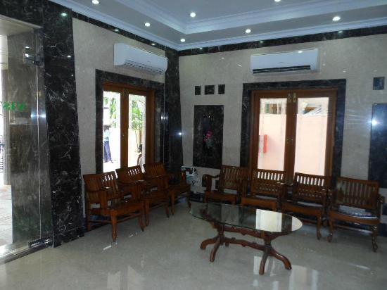 Vistana Hotel: Lobby area during the day