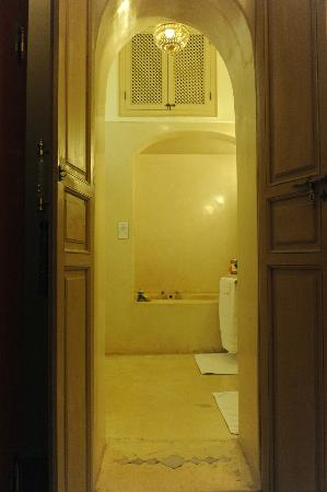 Riad Al Massarah: Ambre bathroom