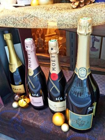 Cave Les Alpilles : A good selection of Champagne