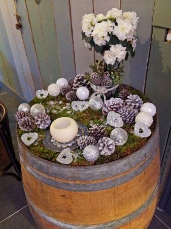 Cave Les Alpilles : A wine barrel in Xmas dress