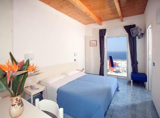 stanza dell'hotel Imperamare di Ischia