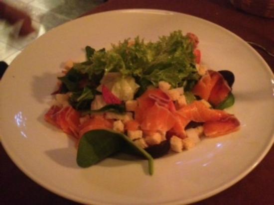 Senieji Rusiai: salmon salad