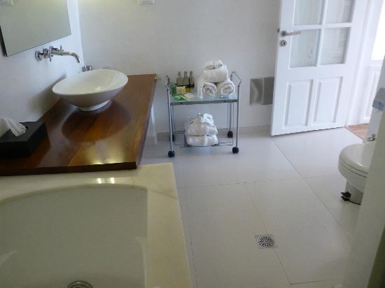 Katikies Hotel : autre vue salle de bains