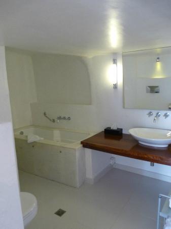 Katikies Hotel: salle de bains