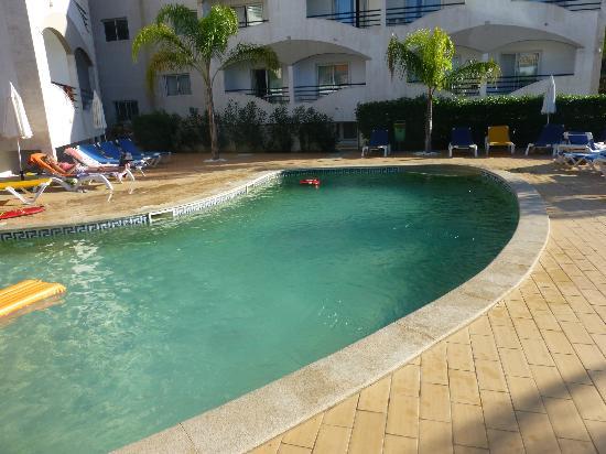 Velamar Sun & Beach Hotel: Het vrij kleine zwembad