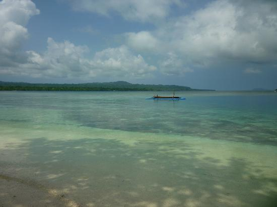 Ratua Private Island: Beach in front of yacht club