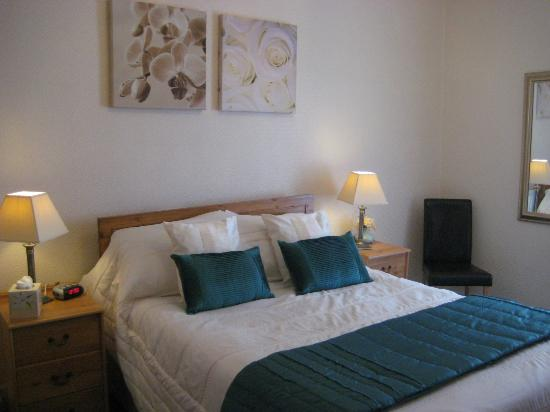 Cleve Court Hotel: Double Bedroom