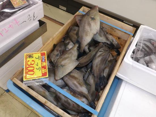 Uminoeki Wando: 1階魚介販売