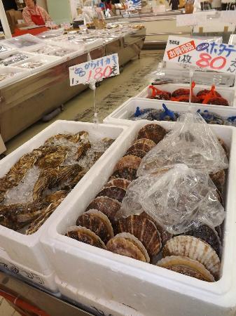 Ajigasawa-machi, Jepang: 1階魚介販売