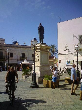 Trattoria El Pescador: la piazza dove si trova il ristorante