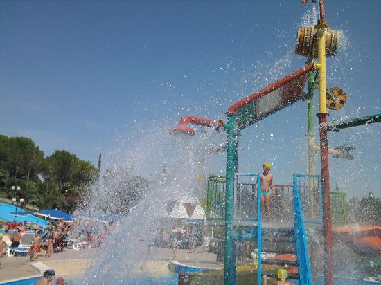 Centro Vacanze Verde Azzurro : piscina , la bote che giraaaaaaaaaaaa.....