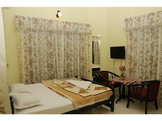 Estate Residency : room