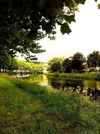 Camping La Pointe : The riverside walk from the campsite to Chateaulin