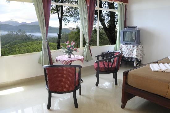 إستيت ريزيدنسي: tea garden view