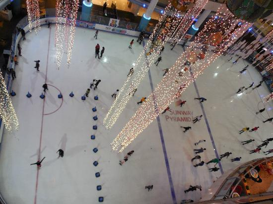 Sunway Resort Hotel & Spa: Ice skating Rink, Mall