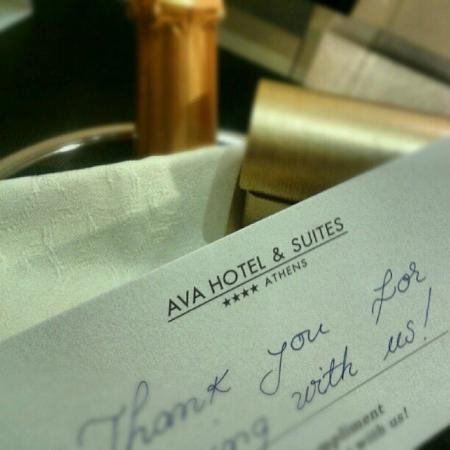 AVA Hotel Athens: Omaggio in camera: prosecco e praline
