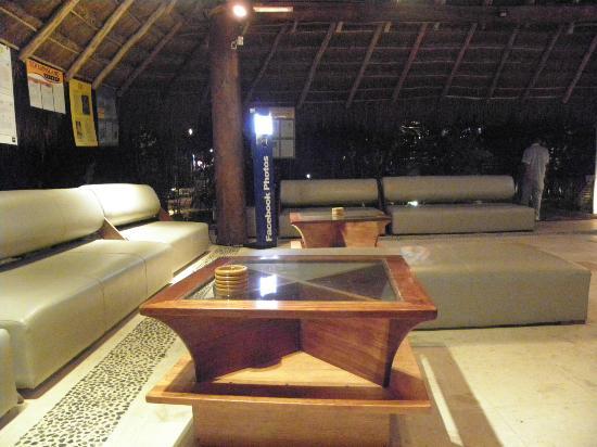 Hotel El Tukan: Reception