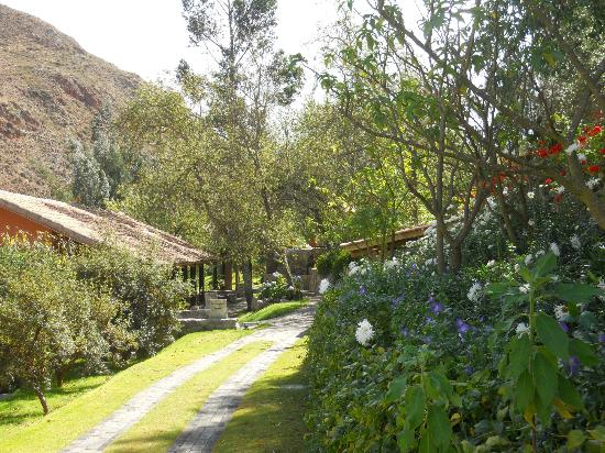 Belmond Hotel Rio Sagrado: walking from room to spa