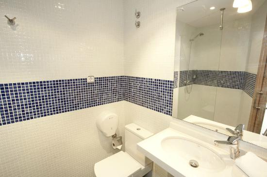 Coroleu House Barcelona: Bathroom 1