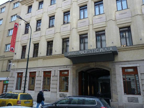 Hotel Grand Majestic Plaza Prague: Entrée de l'hôtel