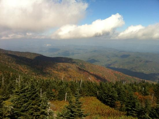 ‪‪Mount Mitchell State Park‬: On a (mostly) clear day from Mt. Mitchell Oct 5 2012