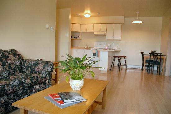Grenfell Campus Summer Accommodations, Memorial University of Newfoundland : Dining and living area in the chalets