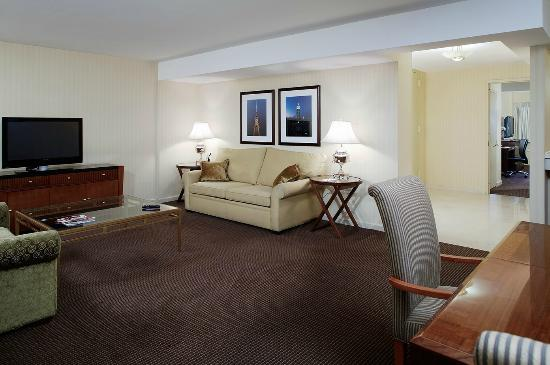 The Manhattan at Times Square Hotel: Suite Living Room