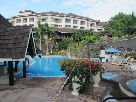 Diani Reef Beach Resort & Spa: Hauptpool , Hotelansicht