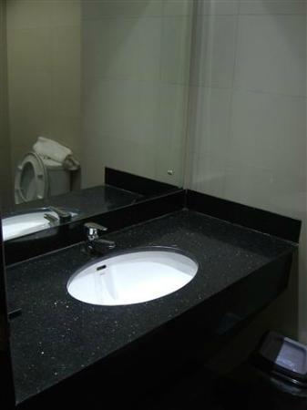 GGi Hotel: Bathroom sink