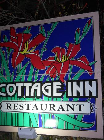 Cottage Inn Restaurant: The Restaurant is a little difficult to see at night. Look for this sign.