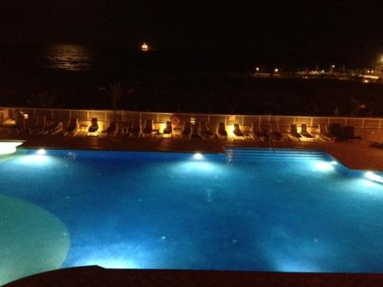 Hilton Garden Inn South Padre Island: Night view from ocean view suite balcony