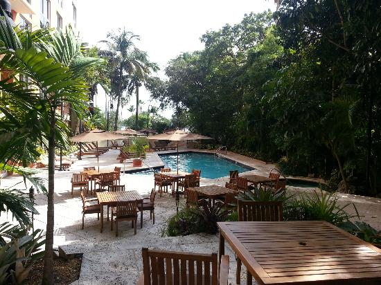 The Mutiny Hotel : Pool and Outdoor Restaurant Seating