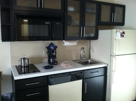 Candlewood Suites Jacksonville: Kitchen