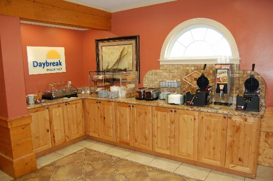 Days Inn by Wyndham Kill Devil Hills Oceanfront - Wilbur: Hot Breakfast Features Sausage, Eggs, Waffles & More