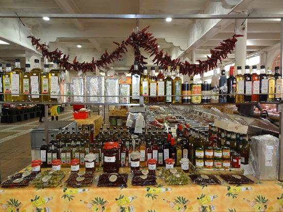 Marché Forville : local oils, jams etc