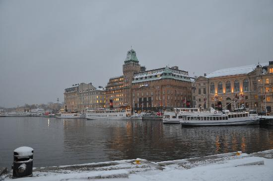 Radisson Blu Strand Hotel, Stockholm: Snowy view of the hotel